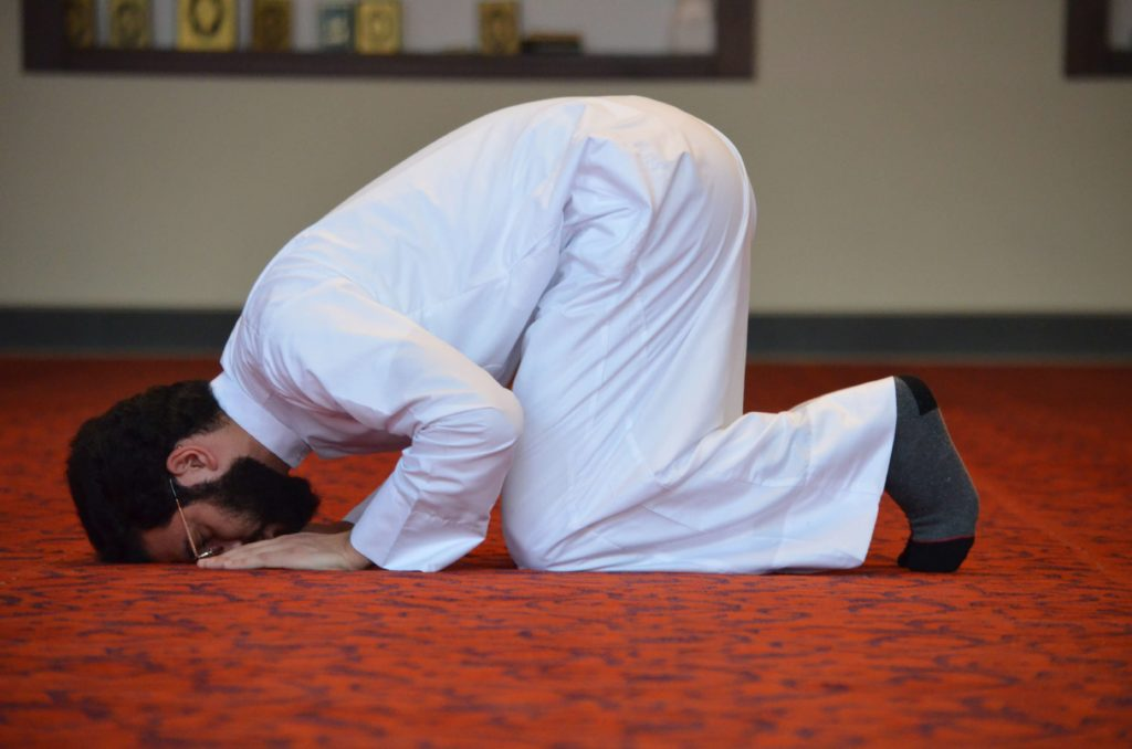 making sujud during salat prayer